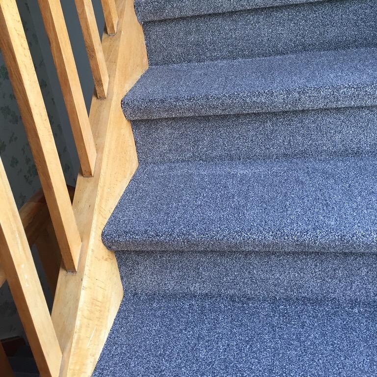 Fußbodenverlegung Mutsch - Teppich Treppe